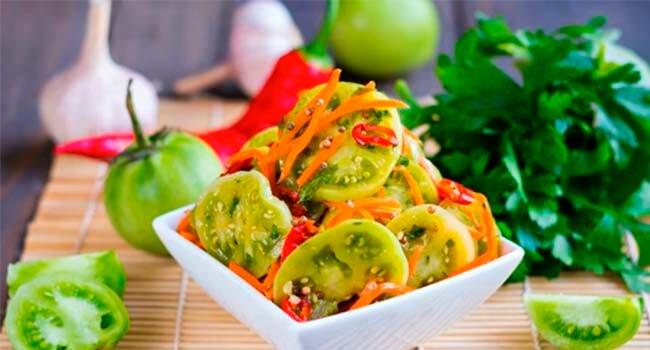 salat iz zelenyh pomidor po-korejski