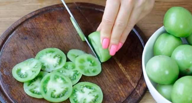 zelenye pomidory kolechkami