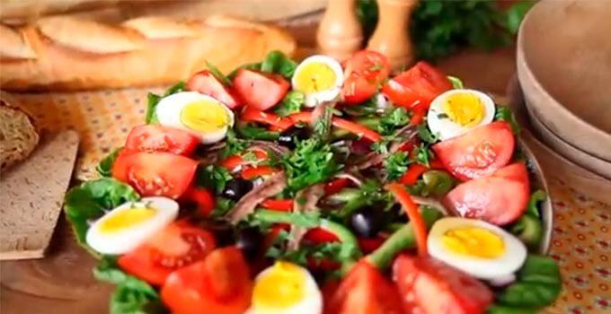 nisuaz-s-konservirovannym-tuncom-i-anchousami