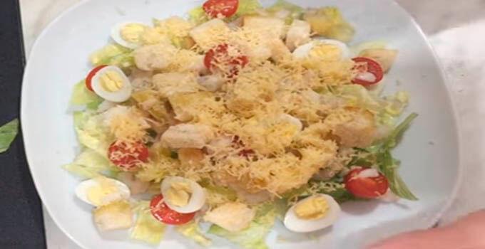 salat-cezar-s-krevetkami