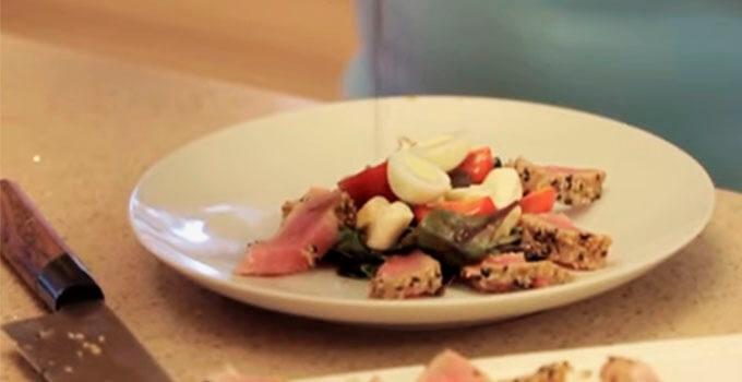 salat-nisuaz-s-obzharennym-tuncom