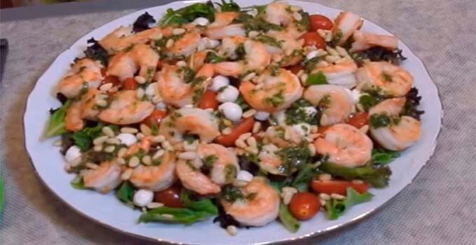 salat-s-krevetkami-pomidorami-cherri-bez-majoneza
