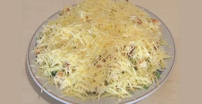 salat-sugrob-s-kuricej-s-suharikami