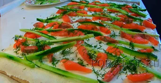 lavash-s-krasnoj-ryboj-tvorozhnym-syrom-ogurcom