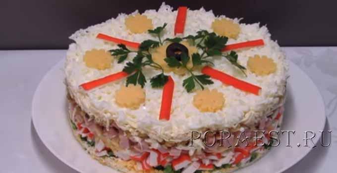 snezhnaja-koroleva-salat-s-krabovymi-palochkami-i-vetchinoj