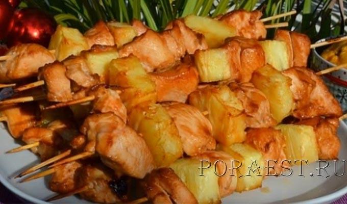 shashlyk-iz-kuricy-s-ananasom