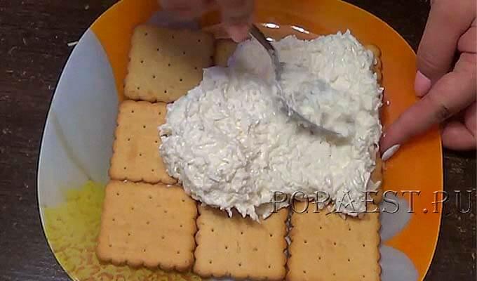 kreker-sloj-s-belkami