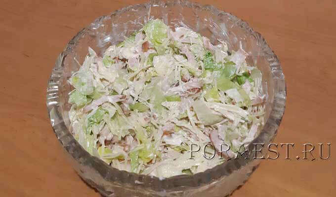 salat-ajsberg-kopchjonaja-kurica-syr