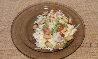 salat-cezar-recept-s-kuricej-i-suharikami