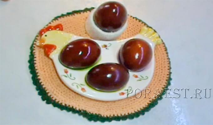 krashenye-jajca-v-lukovoj-sheluhe
