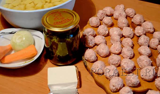 ingredienty-dlja-supa-s-frikadel'kami-i-shhavelem