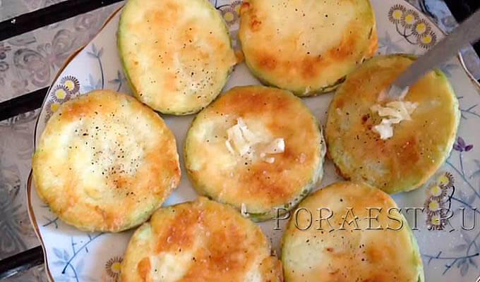 kabachki-posolit-poperchit-polozhit-chesnok