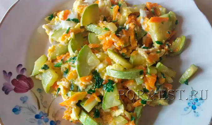 kabachki-zharenye-kusochkami-s-morkovju-lukom