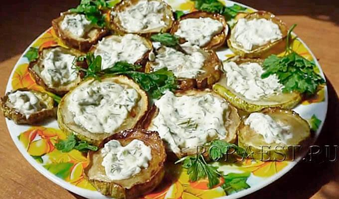 kabachki-zharenye-na-skovorode-s-chesnokom-majonezom