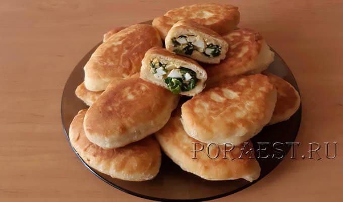 pirozhki-na-kefire-zharenye-s-jajcom-zelenym-lukom