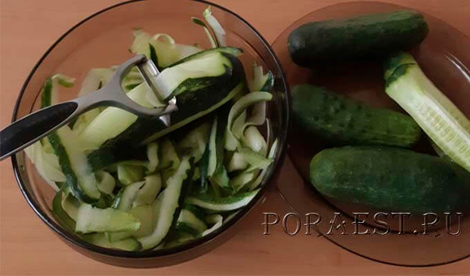 narezat-kabachki-tonkimi-poloskami