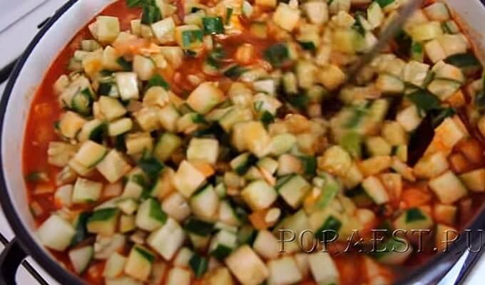 soedinit-ogurcy-s-tomatnym-sousom