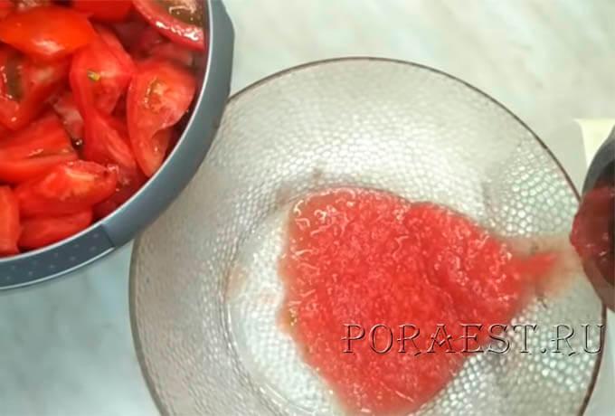 perekrutit-pomidory-chesnok-cherez-mjasorubku