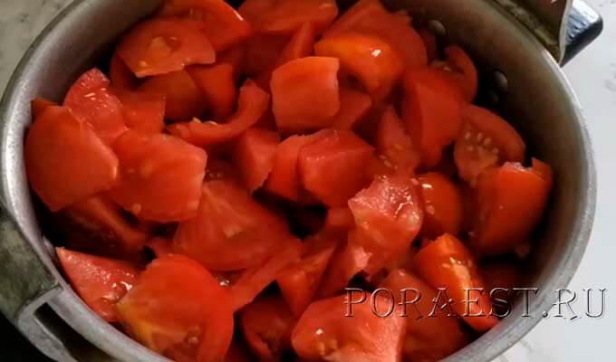 pomidory-narezat-kusochkami