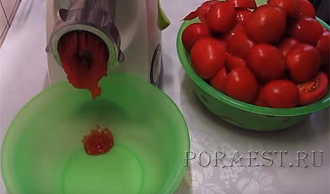 propustit-tomaty-cherez-mjasorubku