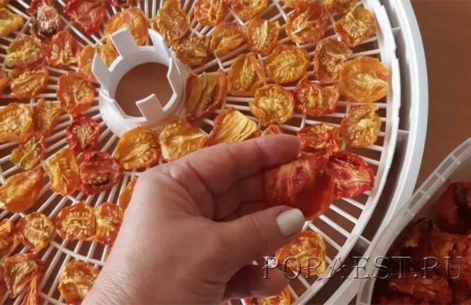 kak-hranit-vjalenye-pomidory