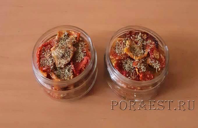 razlozhit-po-bankam-vjalenye-tomaty