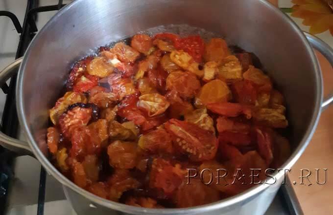 vjalenye-pomidory-bystro-provarit-v-marinade