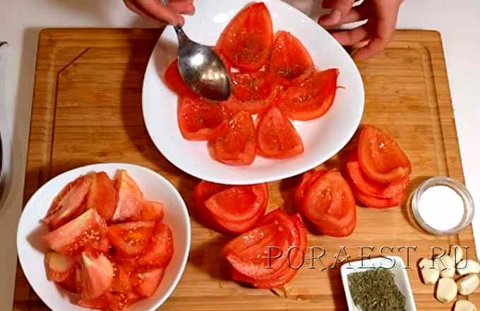 vynut-seredinki-u-pomidorov