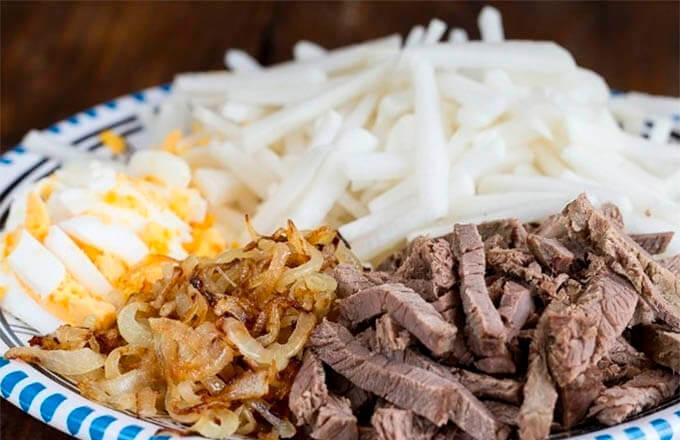 ingredienty-dlja-mjasnogo-salata