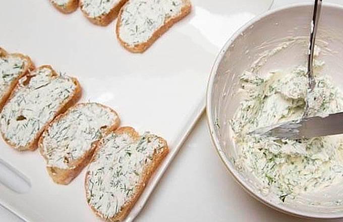 namazat-hleb-syrnoj-massoj