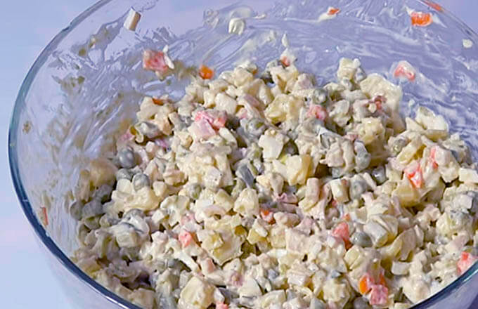 salat-olive-s-kalmarami