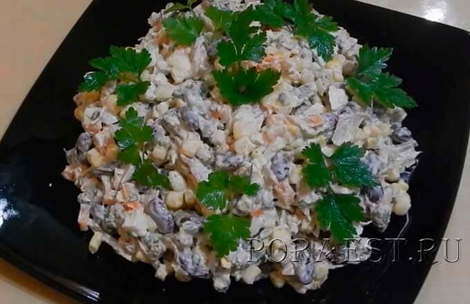 salat-s-kuricej-fasolju-suharikami