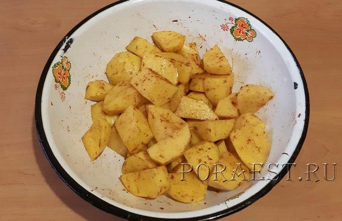 kusochki-kartofelja-s-paprikoj