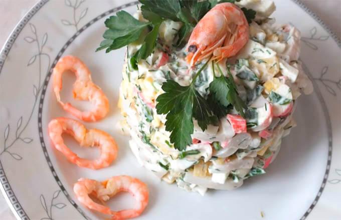 salat-s-kalmarami-i-krabovymi-palochkami