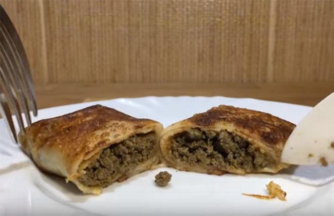 bliny-s-govjazhej-pechenju-i-syrom