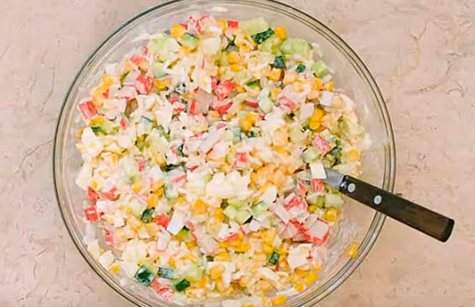 krabovyj-salat-s-risom