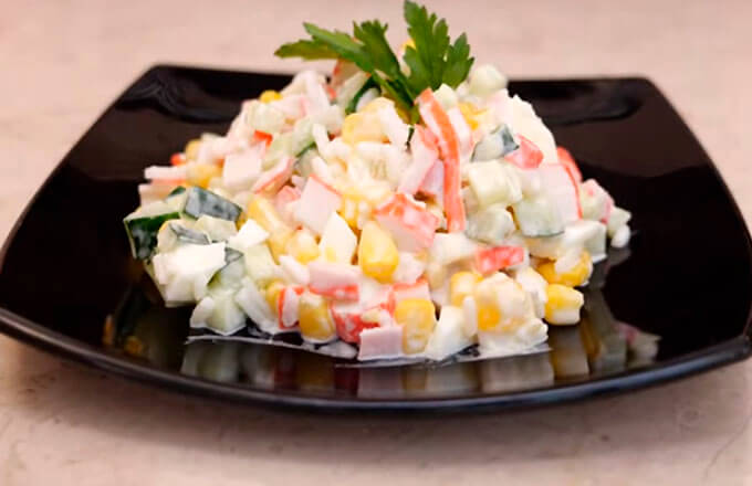 salat-s-krabovymi-palochkami-klassicheskij