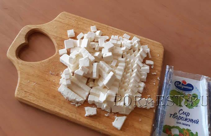 tvorozhnyj-syr-kubikami