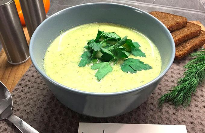 sup-pjure-s-kuricej-brokkoli