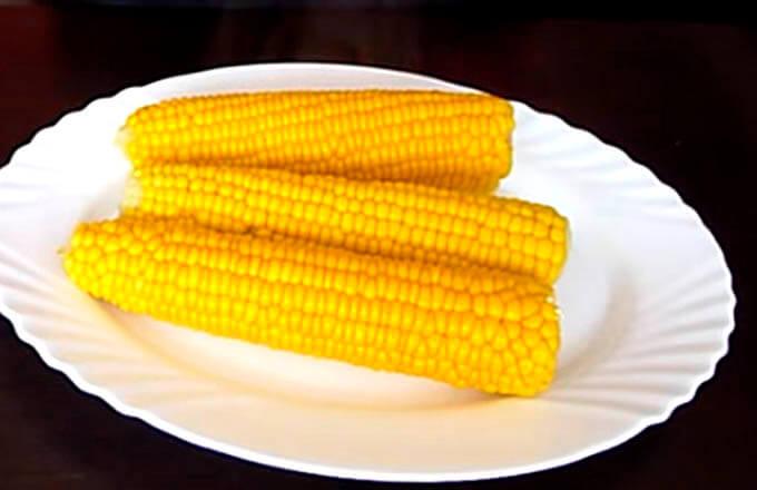 kak-svarit-kukuruzu-v-moloke-s-maslom