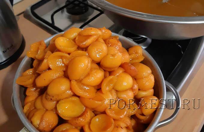 polovinki-abrikosov-iz-siropa