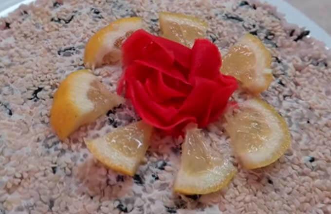 salat-sushi-s-syrom-filadelfija
