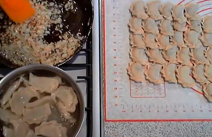recept-varenikov-s-kartoshkoj-i-soljonymi-gribami_4