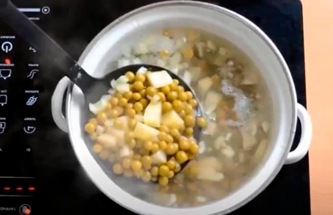sup-iz-konservirovannogo-goroshka-s-jajcom_2