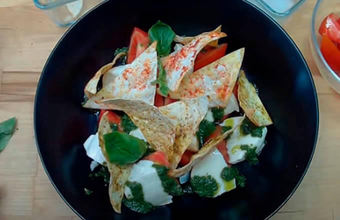 italjanskij-salat-s-chipsami-iz-lavasha
