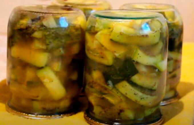 recept-ogurcov-s-kabachkami-s-gorchicej