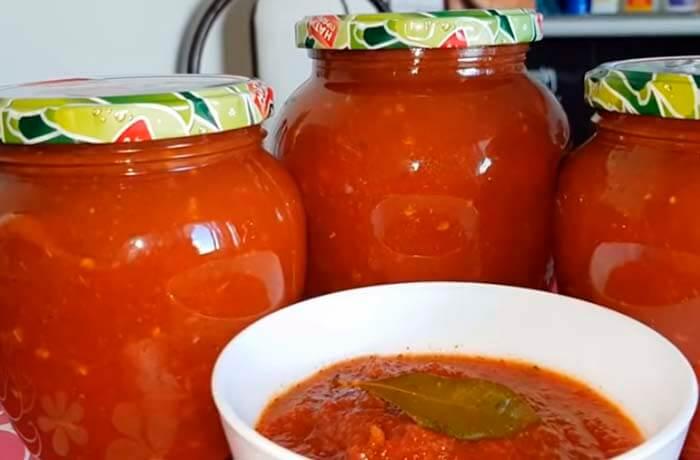 ketchup-iz-pomidor-s-percem-i-chesnokom